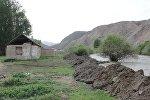Кочкордун Сары-Булак айылында сел асма көпүрөнү алып кетти