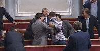 Депутаты Верховной рады подрались во время пленарного заседания
