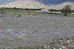 Нөшөрлөгөн жаандан улам деңгээли көтөрүлүп кеткен Нарын дарыясы