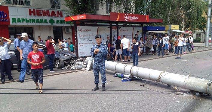 На пересечении проспекта Манаса и улицы Боконбаева в Бишкеке примерно в 12.30 дня произошло ДТП