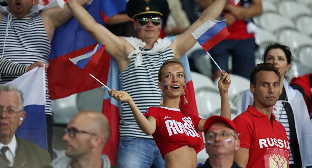 Фанаты казачьей песней пригласили английских «коллег» наЧМ