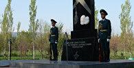 Мемориал памяти жертв блокады Ленинграда в Бишкеке. Архивное фото