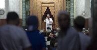 Мусульмане слушают проповеди в мечети в Кадыр тун. Архивное фото
