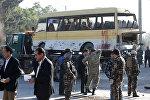 Афганистандагы Кабул шаарында болгон жарылуу жерде полиция кызматкерлери.