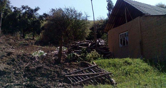 В Аксыйском районе Джалал-Абадской области сошел оползень.