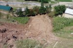Грязевая масса после оползня в Аксыйском районе Джалал-Абадской области.