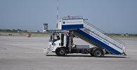 Трап для самолетов в международном аэропорту Манас в Бишкеке. Архивное фото