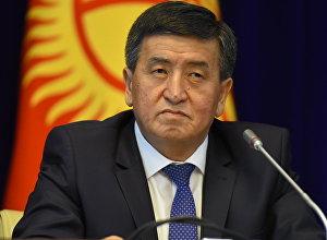 Архивное фото кандидата в президенты КР Сооронбая Жээнбекова