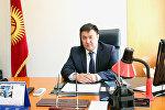 Архивное фото посла Кыргызской Республики в Узбекистане Данияра Сыдыкова в рабочем кабинете.
