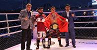 Аралаш мушташ боюнча Азия чемпиону Мирбек Абдыкадыров(оңдон экинчи). Архив