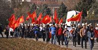 Участники праздничного шествия ко Дню празднования национального головного убора ак калпака в Бишкеке. Архивное фото