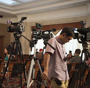 Оператор пресс-конференция учурунда. Архив