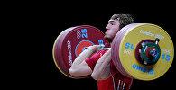 Российский тяжелоатлет во время соревнований. Архивное фото