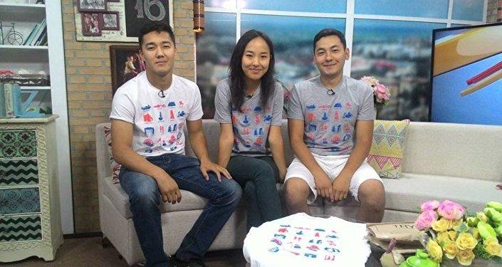 Студенты которые изобрели футболки-путеводители для туристов по Кыргызстану