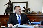 Улуттук банктын жетекчиси Толкунбек Абдыгуловдун архивдик сүрөтү