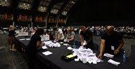 Подсчет голосов референдума по сохранению членства Великобритании в Европейском Союзе в Манчестере.