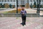 Неизвестный мужчина грозится поджечь себя на центральной площади Ала-Тоо