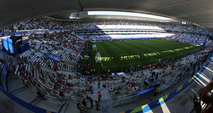 Поле стадиона Матмю-Атлантик в Бордо перед началом матча группового этапа чемпионата Европы по футболу. Архивное фото