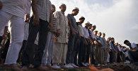 Айт-намазындагы мусулмандар. Архивдик сүрөт