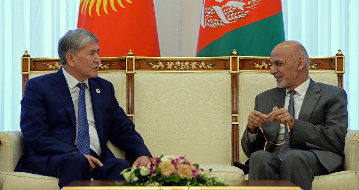 Руководство направило гумпомощь этническим кыргызам, проживающим наМалом и огромном Памире