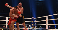 Бой между британским и украинскими боксерами Тайсоном Фьюри и Владимиром Кличко