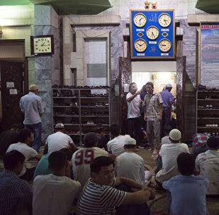 Бишкектин мечеттеринин биринде Кадыр түндү тосуу. Архивдик сүрөт