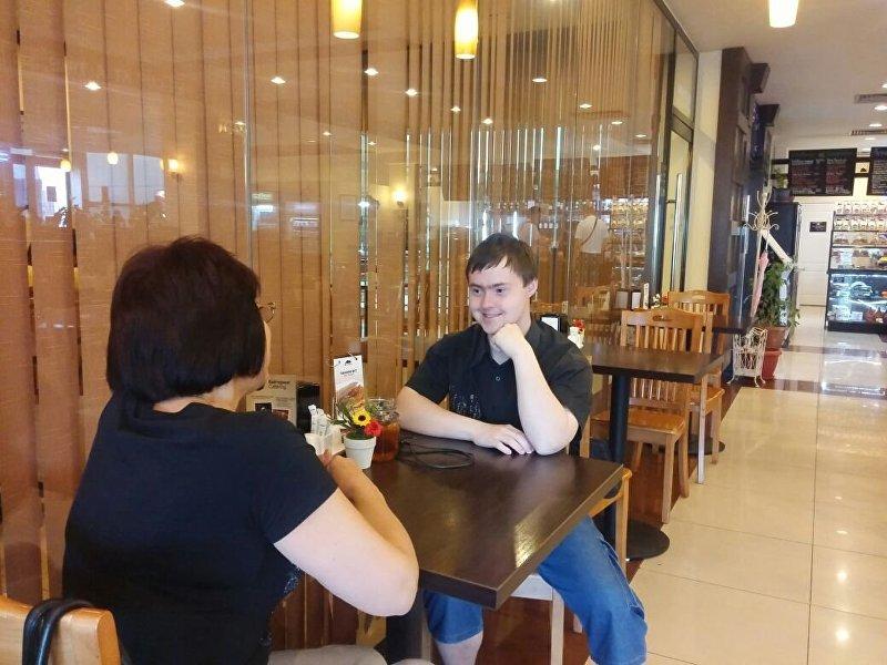 Кыргызстанец с синдромом Дауна Александр Михайлюк. Архивное фото