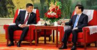 Премьер-министр КР Сооронбай Жээнбеков во время встречи с с мэром Тяньцзиня Хуан Сингуо