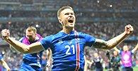 Игрок сборной Исландии Арнор Ингви Траустасон радуется победе в матче 1/8 финала чемпионата Европы по футболу - 2016 между сборными командами Англии и Исландии.