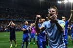 Игрок сборной Исландии Арон Эйнар Гуннарссон радуется победе в матче 1/8 финала чемпионата Европы по футболу - 2016 между сборными командами Англии и Исландии.