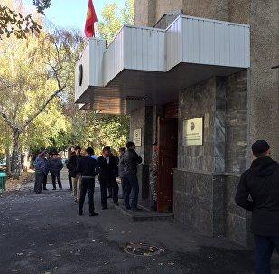 Кандидаты в депутаты от РАЖ на митинге возле здания ЦИК.