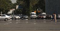 Автомобили на проспекте Чуй на площади Ала_тоо в центре Бишкека во время жары. Архивное фото