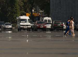 Автомобили на проспекте Чуй на площади Ала-Тоо в центре Бишкека. Архивное фото