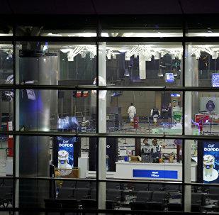 Эксперты на месте теракта в международном терминале стамбульского аэропорта Ататюрка, где прогремели три взрыва.