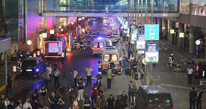 Стамбулдагы теракт учурунда аэропорт. Архив