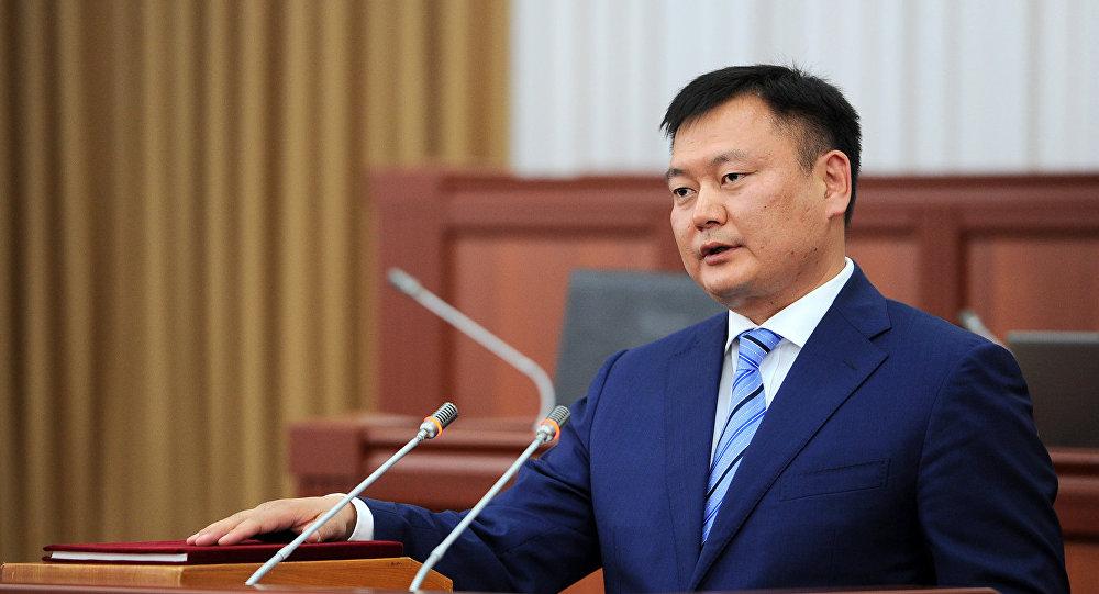 Архивное фото главы Государственного комитета промышленности, энергетики и недропользования Дуйшенбека Зилалиева