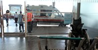 Машина Скорой помощи у входа в международный аэропорт имени Ататюрка в Стамбуле. Архивное фото