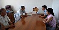 Директор ГАФКиС Канат Аманкулов во время встречи с заместителем полномочного представителя правительства в Баткенской области Сейитбеком Абдырахмановым