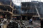 Пожарные и спасатели на месте взрыва в Багдаде, Ирак