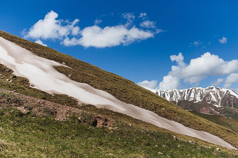Снежные вершины Памиро-Алайских гор