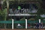 Полицейские в дипломатическом квартале, где вооруженные террористы напали на ресторан. Архивное фото