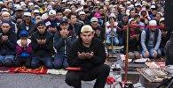 Жители Бишкека на праздничном айт-намазе. Архивное фото