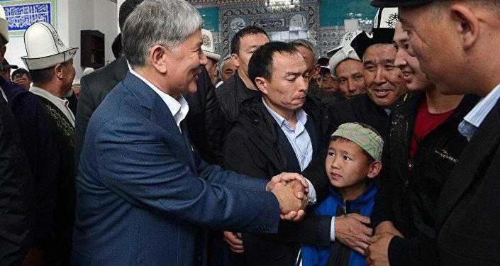 Традиционно Атамбаев проводит значимые праздники на своей малой родине в селе Арашан.