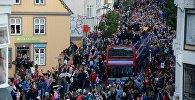 Болельщики сборной Исландии встречают футболистов сборной Исландии, прибывших в Рейкьявик с чемпионата Европы по футболу - 2016.