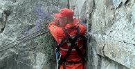 Спасатель во время работы