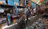 Торговый ряд на рынке Дордой. Архивное фото