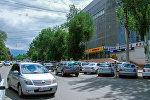 Незаконная парковка у ЦУМ в Бишкеке