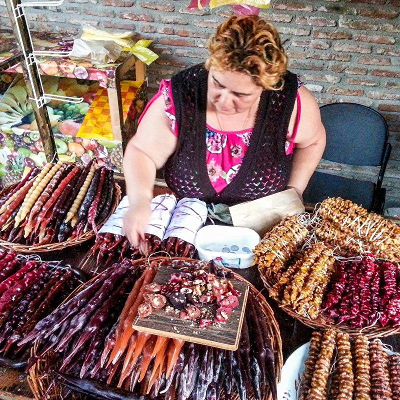 Продавщица на одном из рынков Тбилиси