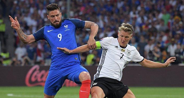 Хозяева Евро-2016 выходят в финал, обыграв минувшей ночью трехкратных чемпионов Европы — сборную Германии — на стадионе Велодром в Марселе.