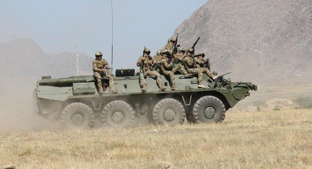 Военнослужащие на командно-штабных тактических учениях Бөгөт — 2016 (Заслон — 2016)  в полигоне ГПС КР